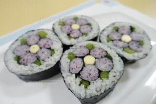 花の飾り巻き寿司の写真・画像素材[3368026]