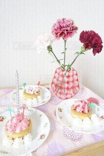 息子達が母の日に作ってくれたカーネーションケーキ!の写真・画像素材[4413631]