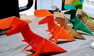 折り紙で作ったティラノサウルスたちの写真・画像素材[3375704]