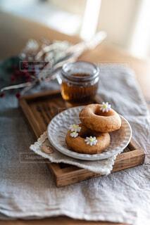 シュガーペーストのお花とドーナツの写真・画像素材[4340039]