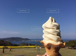 青い空と海とソフトクリームの写真・画像素材[4430896]