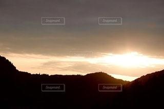 夕暮れ時の空の雲の写真・画像素材[3397283]