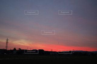 都市に沈む夕日の写真・画像素材[3397962]