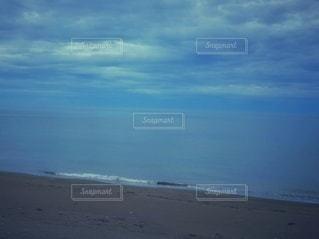 海の隣のビーチの写真・画像素材[3545003]