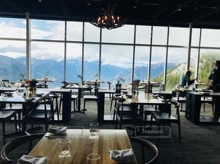 バンフの絶景の観れるレストランの写真・画像素材[3378585]