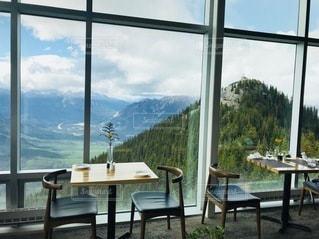 バンフの絶景の観れるレストランの写真・画像素材[3378595]