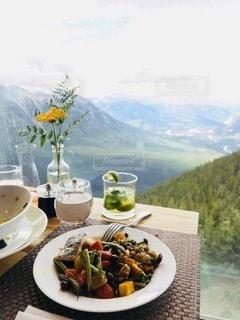 バンフの絶景の観れるレストランの写真・画像素材[3378593]