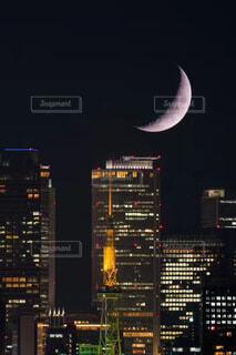 自然,風景,空,建物,夜,夜景,夕暮れ,ネオン,ライト,都会,月,旅行,高層ビル,日本,オフィスビル,ビジネス,名古屋,半月,不動産,テキスト,綺麗な半月の風景