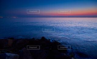 伊勢湾の夕焼けと海岸の風景の写真・画像素材[4845032]