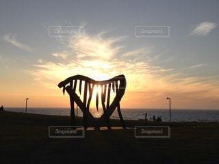 夕暮れ時のビーチの写真・画像素材[3379326]