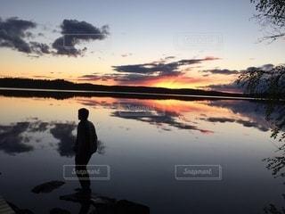 夕日にたたずむの写真・画像素材[3395436]