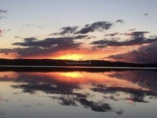 炎の夕陽の写真・画像素材[3395437]