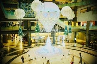 グランフロント大阪のクリスマスイルミネーションの写真・画像素材[3984033]