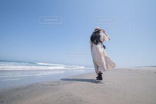 浜辺を歩くの写真・画像素材[3544132]