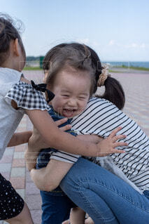 笑顔ゃんを抱笑顔いてい人笑顔の写真・画像素材[3616155]