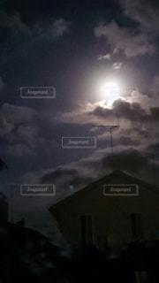 夜空「2019年最小の満月」の写真・画像素材[3383813]