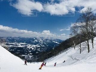 自然,空,冬,雪,屋外,景色,人物,スキー,運動,ゲレンデ,スキー場,スノーボード,斜面,ウィンタースポーツ,日中