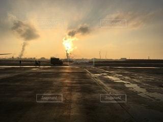 滑走路に立つの写真・画像素材[3399333]