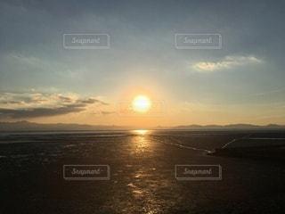 海に沈む夕日の写真・画像素材[3399337]