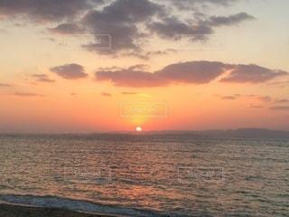 海に沈む夕日の写真・画像素材[3399336]