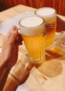 ビールで乾杯の写真・画像素材[3385509]