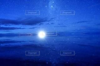 水鏡が造り出す宇宙空間の写真・画像素材[3386125]