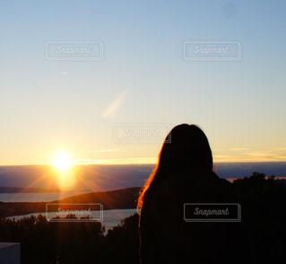 女性,海,夕日,後ろ姿,オレンジ,人物,背中,人,後姿,夕陽,クロアチア,ゆか写,スプリット,マルヤンの丘