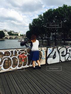 女性,橋,後ろ姿,アート,人物,背中,人,後姿,フランス,パリ,街中,セーヌ川,ゆか写