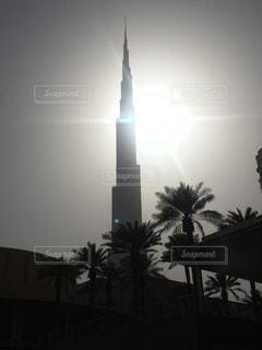 空,太陽,光,タワー,旅行,高層ビル,モノトーン,ヤシの木,ドバイ,世界一,ブルジュハリファ
