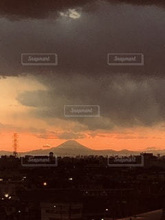 都市に沈む夕日の写真・画像素材[3417580]