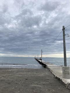 水域の隣の砂浜の写真・画像素材[4609915]