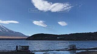 自然,風景,空,秋,富士山,雪,屋外,湖,ビーチ,雲,青空,船,水面,山,景色,雄大,ハイキング,湖畔,山中湖,日中
