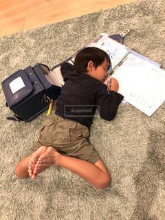 宿題は夢の中で…の写真・画像素材[3393189]