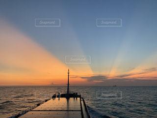 夕日のカーテンの写真・画像素材[3397681]