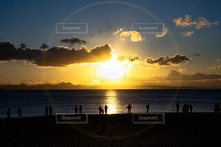 光と影 人々の写真・画像素材[4415332]
