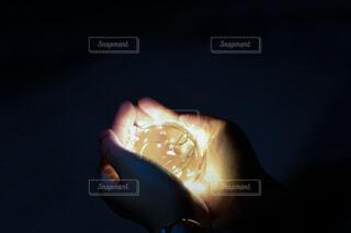 夜,手,光,イルミネーション,ライトアップ,水晶玉