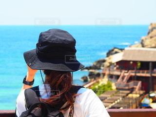 海を見ている女性の写真・画像素材[3516616]