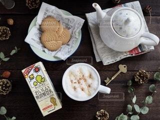 ホッ豆乳でティータイムの写真・画像素材[3783311]
