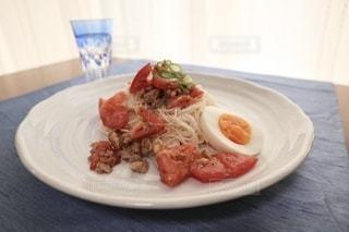 食べ物,食事,テーブル,トマト,ランチョンマット,皿,グラス,そうめん,テーブルクロス,料理,日本食,麺,和,陶器,食,素麺,茹で卵
