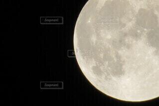 金色の満月の写真・画像素材[4840106]