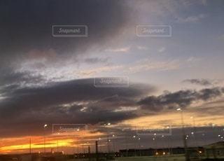 都市に沈む夕日の写真・画像素材[3440873]
