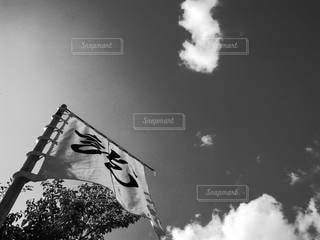天と地と旗との写真・画像素材[3499248]