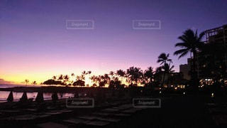 水に沈む夕日の写真・画像素材[3417694]