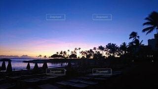 水に沈む夕日の写真・画像素材[3417695]