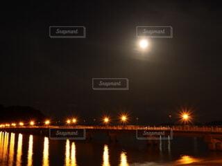 自然,風景,空,夜,橋,屋外,水面,反射,月,旅行,満月,リフレクション,明るい,電燈