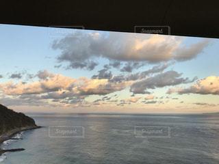 夕焼けの海と空の写真・画像素材[3433260]