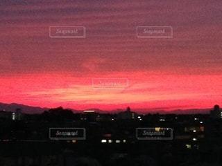 真っ赤な空の写真・画像素材[3434185]