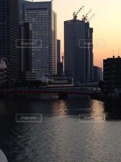 都市に沈む夕日の写真・画像素材[3450607]
