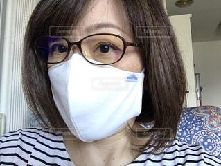 眼鏡をかけている女性のクローズアップの写真・画像素材[3606373]