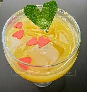 ハートなオレンジジュースの写真・画像素材[3540346]